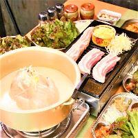 【名物】鶏丸鍋1,900円~。特製濃厚白湯スープをご堪能下さい!