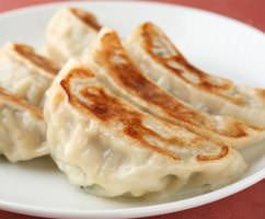 当店自慢!七十有余年愛され続けている伝統焼餃子は必食。