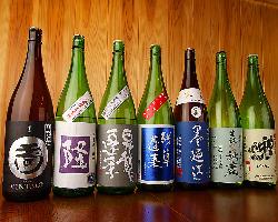 日本酒好きの店主が全国から集めた選りすぐりの銘柄が楽しめる。