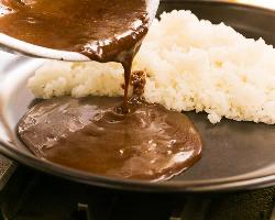 【絶品カレー】 当店人気NO1の3枚肉のやわらか煮込みカレー