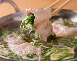 手切り豚しゃぶも絶品です。あっさりとした鍋はクセになります