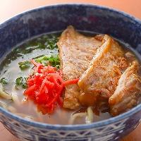 沖縄料理といったら、やはり「ソーキソバ」