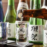 獺祭等外をはじめ全国から厳選した日本酒を取り揃えております