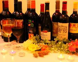 五カ国のワイン24種、泡6種、グラス300円~・ボトル1800円~☆