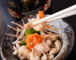 九州直送の本場の丸腸を贅沢に使用したプルプルの酢モツ!