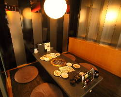 個室、半個室、テーブル席等、様々なお席をご用意しております。
