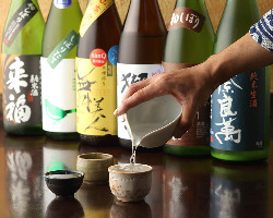 【多彩な銘酒】 20種以上の日本酒や60種以上の焼酎など種類豊富