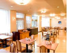 93席の広くて明るいレストランワカシオ