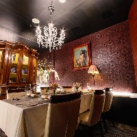 チェコ製・ボヘミアシャンデリア輝く完全個室、〜6名様
