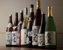 人気の焼酎「魔王」をはじめ、日本酒「幻舞」など銘酒が並ぶ