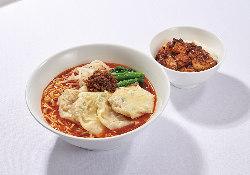 当店オリジナルの辛味油を使用した担々麺とミニ麻婆ご飯