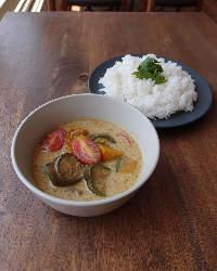 ゲーンキョワーン(鶏肉と地場野菜のグリーンカレー)