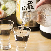 旨い肴と鮨に合う日本酒を厳選して仕入れてお待ちしております