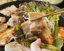 『いも豚』を使用したサムギョプサルは野菜もたっぷり摂れる♪