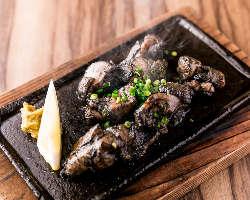 かんてきやの看板MENU!宮崎地頭鶏のすす焼 1,460円(税込)