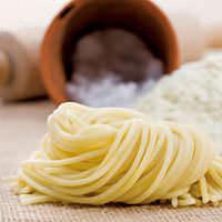 デュラム小麦のセモリナ粉を 使用したモチモチの生パスタ!