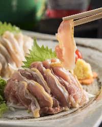 地鶏や馬刺しなど九州の味をご用意してお待ちいたしております。