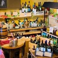 100種以上のワインがビュッフェ式で飲み放題♪
