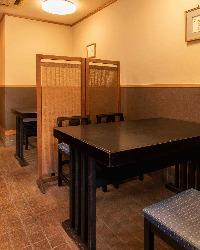 テーブル2卓(4名席・6名席)