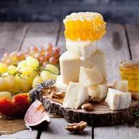 ワインのお共に、美味しいチーズの盛り合わせはいかがですか?