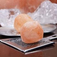 熟成肉は、シンプルに旨味を引き立てる岩塩でどうぞ!