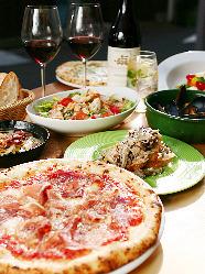 ピザは常時100種類以上、その他メニューも充実しております♪