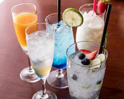 [多彩なカクテル] 日本酒を使ったカクテルやフルーツカクテルも