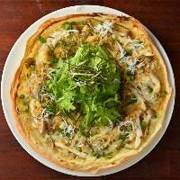 【薄型ピザ】 沼津産シラスをたっぷりのせたパリパリ食感