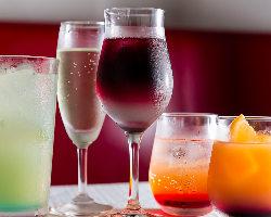 【種類豊富】 カクテルやワインなど多彩!ボトルワイン2,300円(税抜)~