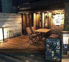 木のぬくもり溢れる店前&店内 お気軽にご来店くださいませ!