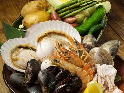 新鮮な魚介類・お野菜を自慢の蒸し釜で蒸し上げます!