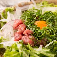 よかろうもん 川崎駅前店のこだわり、旬の食材を贅沢に盛り付け