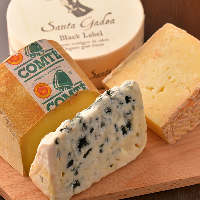 ハードからフレッシュまで様々なチーズをご用意しております!
