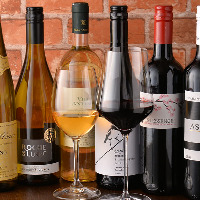 常備8〜10種類の極上ワインはソムリエ資格を持った店主セレクト