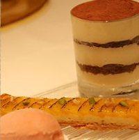 すべて手作りの自家製デザートが常時10種以上ございます。