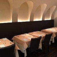 イタリア家庭の食卓のような、気軽に楽しめるテーブル席。