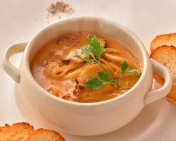 フレンチシェフが腕を振るう本格料理をお楽しみください!