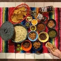 タコスをはじめ、こだわりのメキシコ料理テイクアウトできます!