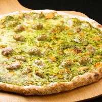 ジェノベーゼピザ!にんにくの旨みが広がるようジューシーピザ