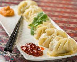 <ネパール名物> 肉汁溢れるチベット発祥の蒸し餃子『モモ』
