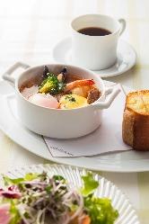 爽やかな朝食から本格ディナーまで、幅広くご提供いたします。