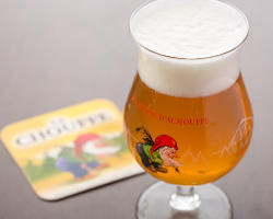 樽生ビール「ラ・シュフ」は強めの炭酸にコリアンダーがふわり