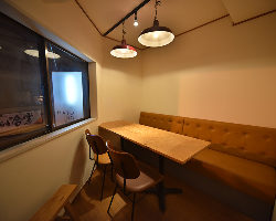 人気の個室は、3〜6名様で利用可。店舗までお問い合わせ下さい