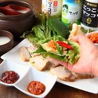ヘルシーな韓国料理と共に、マッコリや韓国焼酎も