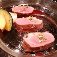 食べ応えのある鴨肉は赤ワインと一緒に・・・