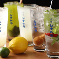 国産レモン、酢橘サワーは丸ごと贅沢に使用しております!