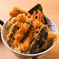 お昼は気軽に天どんと天ぷら定食を、ご用意しております
