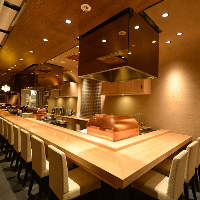 是非一度カウンター席で、贅沢な揚げたて天ぷらをご賞味下さい。