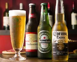 生ビール以外にも世界のボトルビールが楽しめる!
