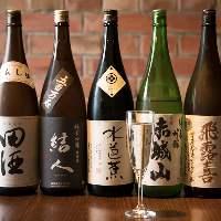 各地の銘酒は月替わりのお楽しみ。